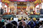Его Святейшество Далай-лама дарует посвящение долгой жизни в тантрическом монастыре Гьюдмед. Хунсур, Карнатака, Индия. 16 июля 2013 г. Фото: Лобсанг Церинг (офис ЕСДЛ)