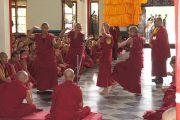 Монахи монастыря Дрепунг Лачи проводят философский диспут во время посещения Его Святейшества Далай-ламы. Мундгод, Карнатака, Индия. 20 июля 2013 г. Фото: Тензин Такла (офис ЕСДЛ)