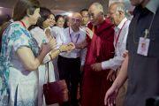 Его Святейшество Далай-ламу встречают в миссии садху Васвани в Пуне. Махараштра, Индия. 28 июля 2013 г. Фото: Тензин Чойджор (офис ЕСДЛ)