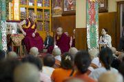 Заключительный день трехдневных учений Его Святейшества Далай-ламы, которые проводились в главном тибетском храме по просьбе группы буддистов из Кореи. Его Святейшество отвечает на вопросы слушателей. Дхарамсала, Индия. 27 августа 2013 г. Фото: Тензин Чойджор (офис ЕСДЛ)