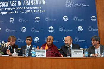 """Далай-лама принял участие в заключительной части конференции в рамках """"Форума 2000"""""""