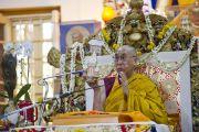 Его Святейшество Далай-лама дарует посвящение в последний из трех дней учений, дарованных по просьбе буддистов из Юго-Восточной Азии в главном тибетском храме в Дхарамсале, Индия. 5 сентября 2013 г. Фото: Лобсанг Церинг (офис ЕСДЛ)