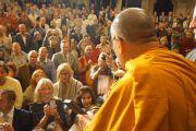 На встрече Его Святейшества Далай-ламы с латвийскими буддистами и сторонниками Тибета в кинотеатре Splendid Palace. Рига, Латвия. 9 сентября 2013 г. Фото: Джереми Рассел (Офис ЕСДЛ)