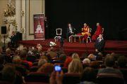 """На встрече Его Святейшества Далай-ламы с латвийскими буддистами и сторонниками Тибета в кинотеатре Splendid Palace. Рига, Латвия. 9 сентября 2013 г. Фото: Игорь Янчеглов (Фонд """"Сохраним Тибет"""")"""