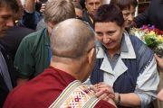 В Вильнюсе Его Святейшеству Далай-ламе подарили традиционный литовский пояс. Вильнюс, Литва. 11 сентября 2013 г. Фото: Джереми Рассел (офис ЕСДЛ)