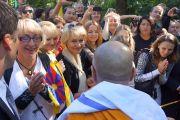Его Святейшество Далай-лама встречается со своими поклонниками в сквере Тибета. Вильнюс, Литва. 12 сентября 2013 г. Фото: Джереми Рассел (офис ЕСДЛ)