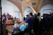 """Его Святейшество Далай-лама на пресс-конференции в Вильнюсе. 12 сентября 2013 г. Фото: Игорь Янчеглов (фонд """"Сохраним Тибет"""")"""