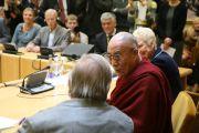 """Его Святейшество Далай-лама выступает в литовском парламенте. Вильнюс, Литва. 12 сентября 2013 г. Фото: Игорь Янчеглов (фонд """"Сохраним Тибет"""")"""