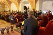 Его Святейшество Далай-лама на встрече с латвийскими буддистами. Вильнюс, Литва. 13 сентября 2013 г. Фото: Джереми Рассел (офис ЕСДЛ)
