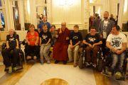 """Его Святейшество Далай-лама фотографируется с музыкантами с ограниченными физическими возможностями перед началом лекции в комплексе """"Типспорт Арена"""". Прага, Чехия. 14 сентября 2013 г. Фото: Джереми Рассел (офис ЕСДЛ)"""