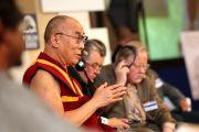 Его Святейшество  Далай-лама выступает на церемонии открытия 17-го Форума 2000 в Праге, Чехия, 16 сентября 2013 г. Фото: Ондрей Бесперат (Форум 2000)