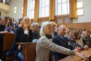 Гости слушают выступления Его Святейшества Далай-ламы и участников круглого стола по вопросам демократии, прав человека и свободе вероисповедания в Восточной Азии в Карловом университете в Праге 17 сентября 2013 г. Фото: Джереми Рассела (ОЕСДЛ)