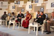 Его Святейшество  Далай-лама выступает на церемонии открытия 17-го Форума 2000 в Праге, Чехия, 16 сентября 2013 г. Фото: Джереми Рассела (ОЕСДЛ)