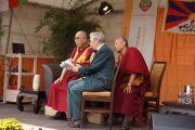 Его Святейшество Далай-лама отвечает на вопросы слушателей во время публичного выступления в Штайнхуде, Германия, 19 сентября 2013 г. Фото: Джереми Рассел (Офис ЕСДЛ)