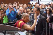 Его Святейшество Далай-лама прощается с жителями Штайнхуда, Германия, 19 сентября 2013 г. Фото: Джереми Рассел (Офис ЕСДЛ)