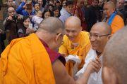 Его Святейшество Далай-ламу встречают во вьетнамском буддийском монастыре Вьен Зак. Ганновер, Германия. 20 сентября 2013 г. Фото: Джереми Рассел (офис ЕСДЛ)