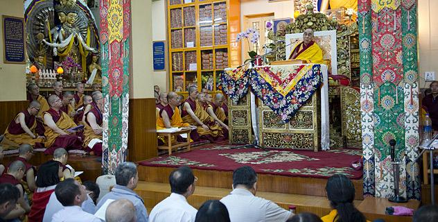 В Дхарамсале Его Святейшество Далай-лама начал четырехдневные учения для последователей из 54 стран мира