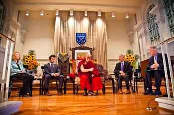 Его Святейшество Далай-лама провел семинар по вопросам светской этики в университете Эмори