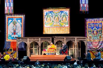В Мехико Его Святейшество провел церемонию зарождения бодхичитты и прочел публичную лекцию для студентов