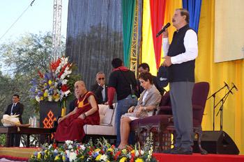 Далай-лама прочел публичную лекцию «Сострадание в действии» и посетил президентскую библиотеку в «Центре Фокса»