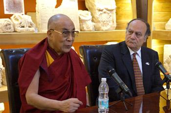 В Cакатекасе Далай-лама принял участие в межконфессиональном диалоге и прочел публичную лекцию «Искусство быть счастливым»