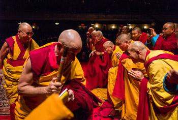 В Нью-Йорке Далай-лама начал даровать учения по буддизму