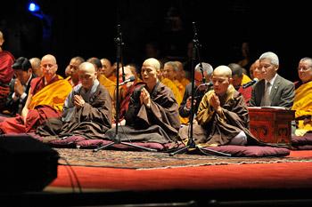 В Нью-Йорке Далай-лама завершил объяснения «Сутры сердца» и перешел к учениям по поэме Шантидевы «Путь бодхисаттвы»