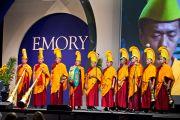 Выступление монахов монастыря Дрепунг Лоселинг перед началом лекции Его Святейшества Далай-ламы в зале Gwinnet Arena. Атланта, штат Джорджия, США. 8 октября 2013 г. Фото: Emory University