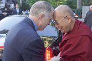 Его Святейшество Далай-лама и президент университета Эмори Джеймс Вагнер. Атланта, штат Джорджия, США. 9 октября 2013 г. Фото: Джереми Рассел (офис ЕСДЛ)
