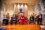 Его Святейшество Далай-лама на встрече, посвященной вопросам светской этики в университете Эмори. Атланта, штат Джорджия, США. 9 октября 2013 г. Фото: Emory University