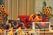 """Во время учений Его Святейшества Далай-ламы в аудитории """"Глен Мемориал"""" в университете Эмори. Атланта, штат Джорджия, США. 10 октября 2013 г. Фото: Сонам Зоксанг"""
