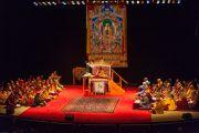 Сцена театра Beacon Theater, место проведения трехдневных учений Его Святейшество Далай-ламы. Нью-Йорк, США. 18 октября 2013 г. Фото: Robert Nickelsberg