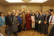 Его Святейшество Далай-лама с китайскими писателями. Нью-Йорк, США. 21 октября 2013 г. Фото: Джереми Рассел (офис ЕСДЛ)