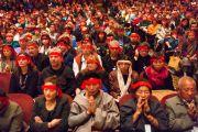 Во время проведения посвящения на третий день учений Его Святейшества Далай-ламы. Нью-Йорк, США. 20 октября 2013г. Фото: Robert Nickelsberg