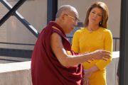 Его Святейшество Далай-лама дает интервью Норе О'Доннел, ведущей телеканала CBS, для утренней новостной программы. Нью-Йорк, США. 21 октября 2013 г. Фото: Джереми Рассел (офис ЕСДЛ)