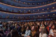 Слушатели XIII Всемирного саммита лауреатов Нобелевской премии мира в Большом театре Национального дома оперы в Варшаве, Польша. 23 октября 2013 г. Фото: Джереми Рассел (ОЕСДЛ)