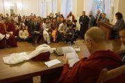 Его Святейшество Далай-лама встречается с членами тибетской диаспоры и групп поддержки Тибета в Варшаве, Польша, 24 октября 2013 г.  Фото: Джереми Рассел (ОЕСДЛ)