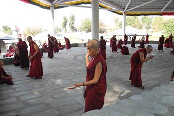 Его Святейшество Далай-лама обратился к монахиням по случаю завершения зимних межмонастырских диспутов