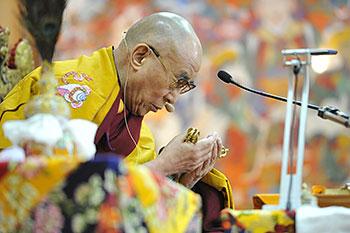 Далай-лама даровал учения по сочинению Чже Цонкапы «Три основы пути» и благословение Белой Тары