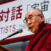 В Токио Далай-лама принял участие в беседе с учеными по теме «Вселенная, жизнь и образование»