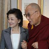 Далай-лама дал интервью в Токио и прочел публичную лекцию В Сидзуоке