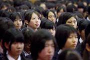На встречу с Его Святейшеством Далай-ламой пришли более 950 учениц школы Якумо. Токио, Япония. 18 ноября 2013 г. Фото: Тибетский офис в Японии.