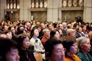 Во время встречи Его Святейшества Далай-ламы с учеными. Токио, Япония. 17 ноября 2013 г. Фото: Тибетский офис в Японии.