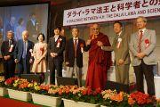 Его Святейшество Далай-лама и другие участники диалога в Токио. Токио, Япония. 17 ноября 2013 г. Фото: Джереми Рассел (офис ЕСДЛ)