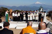 Христиане возносят молитву на межконфессиональной службе на холме Нихондара. Сидзуока, Япония. 22 ноября 2013 г. Фото: Тибетский офис в Японии.