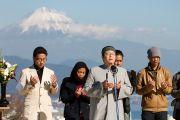 Члены мусульманской общины молятся на межконфессиональной службе на холме Нихондара. Сидзуока, Япония. 22 ноября 2013 г. Фото: Тибетский офис в Японии.