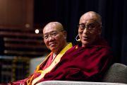 Его Святейшество Далай-лама во время выступления в зале Рёгоку Кокугикан в Токио, Япония. 25 ноября 2013 г. Фото: Тибетский офис в Японии