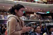 Слушатели задают вопросы Его Святейшеству Далай-ламе после его выступления в зале Рёгоку Кокугикан в Токио, Япония. 25 ноября 2013 г. Фото: Тибетский офис в Японии