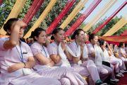 Персонал больницы Аполло слушает выступление Его Святейшества Далай-ламы о мудрости сострадания в больнице Аполло в Дели 30 ноября 2013 г. Фото: Тензин Чойджор (Офис ЕСДЛ)
