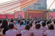 Его Святейшество Далай-лама рассказывает о мудрости сострадания в больнице Аполло в Дели 30 ноября 2013 г. Фото: Тензин Чойджор (Офис ЕСДЛ)